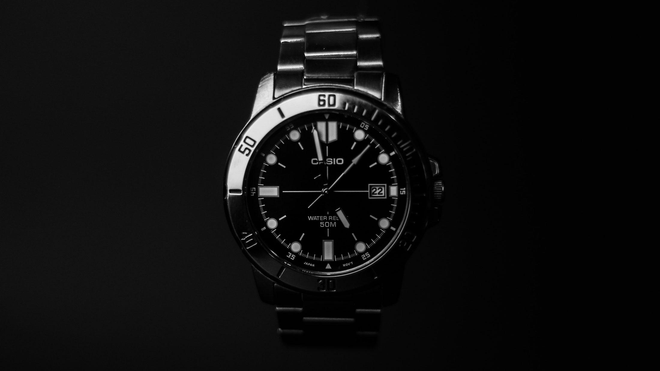 Какви спецификации притежават ръчните часовници?