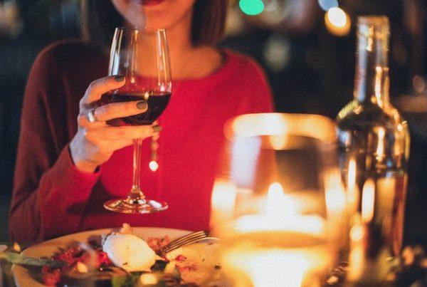 Изненадайте любимия с романтична вечеря без да готвите