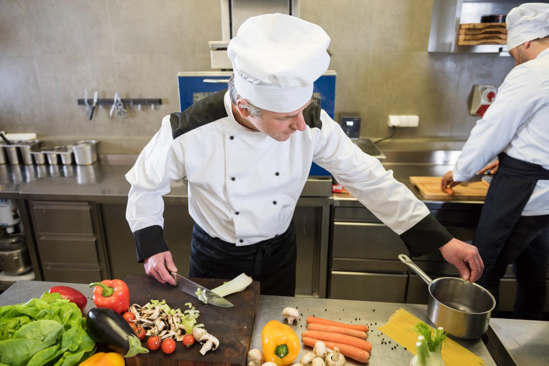 В сърцето на ресторанта – Избор на най-важните уреди за професионални майстор готвачи
